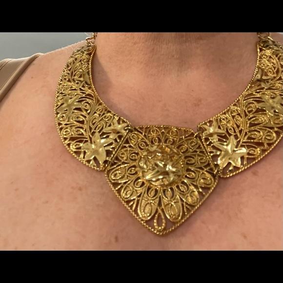 Vintage AVON chocker/necklace. Goldtone